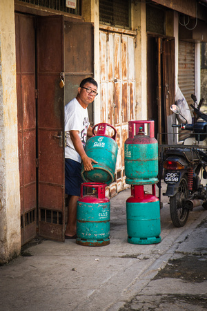 Gas tanks for hawker stores
